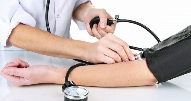 Может ли при климаксе повышаться давление: причины и способы лечения
